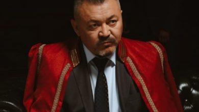 Photo of Актер Болат Әбділманов Абайдың әндерін қорлағандарға жауап берді